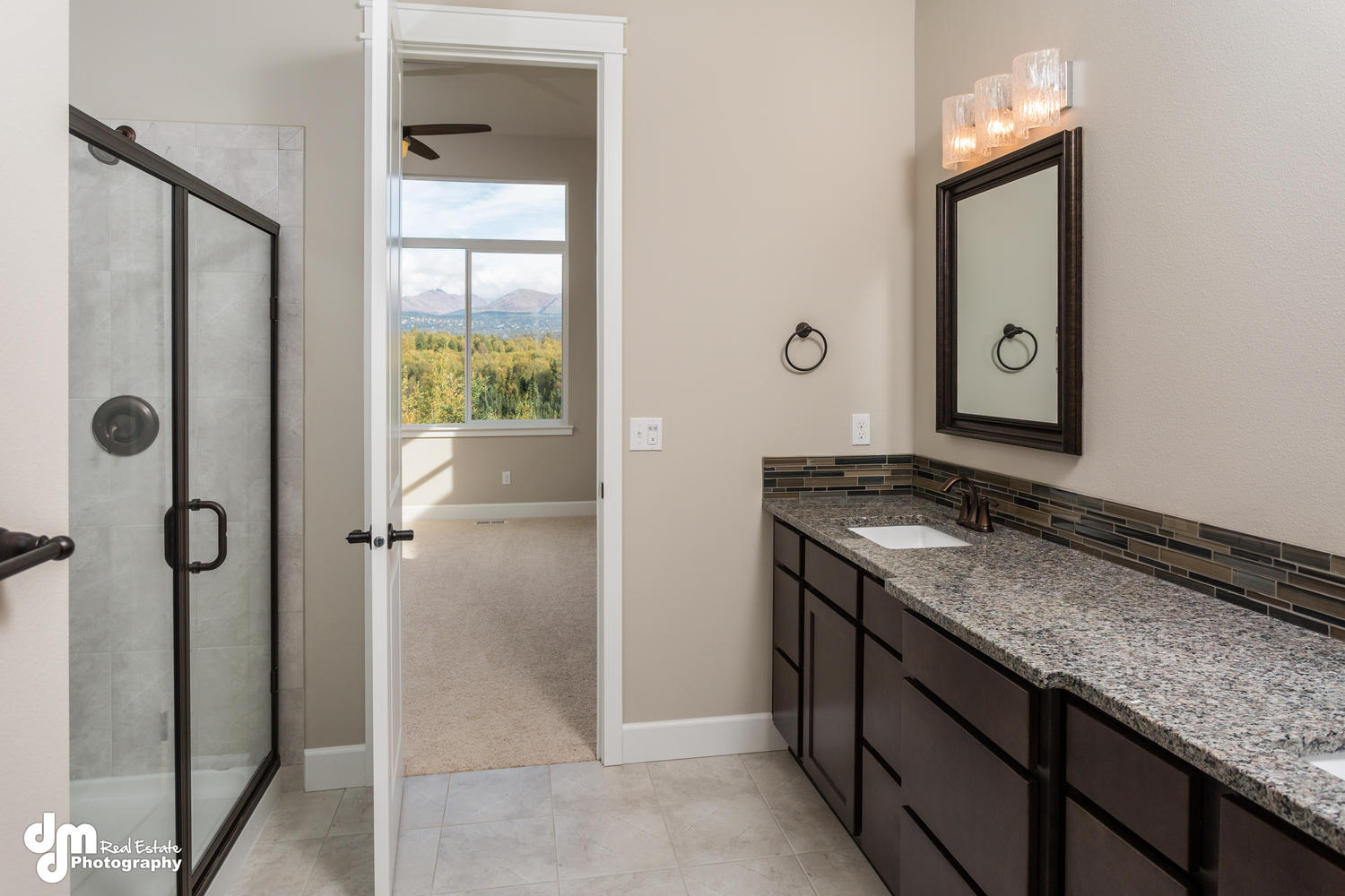 11425-Moonrise-Ridge-Place-large-016-Master-Bath-1500x1000-72dpi