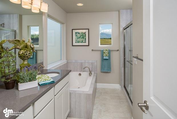 3234-Morgan-Loop-Anchorage-AK-print-037-Master-Bathroom-DMD-3925-4200x2839-300dpi