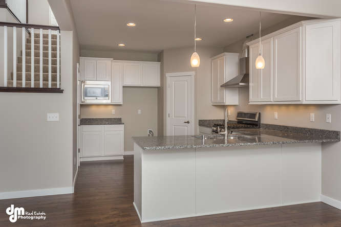 8126-GrayHawk-Circle-Anchorage-small-006-9-Kitchen-666x444-72dpi